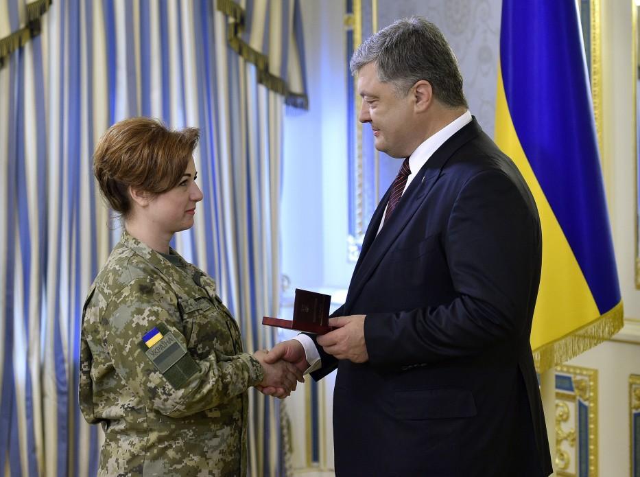 Петр Порошенко вручил награды военнослужащим ГПСУ