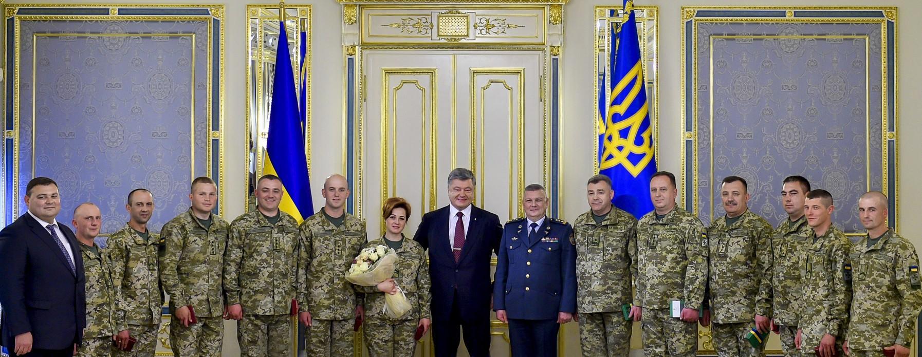 Петр Порошенко вручил награды военнослужащим ГПСУ_3