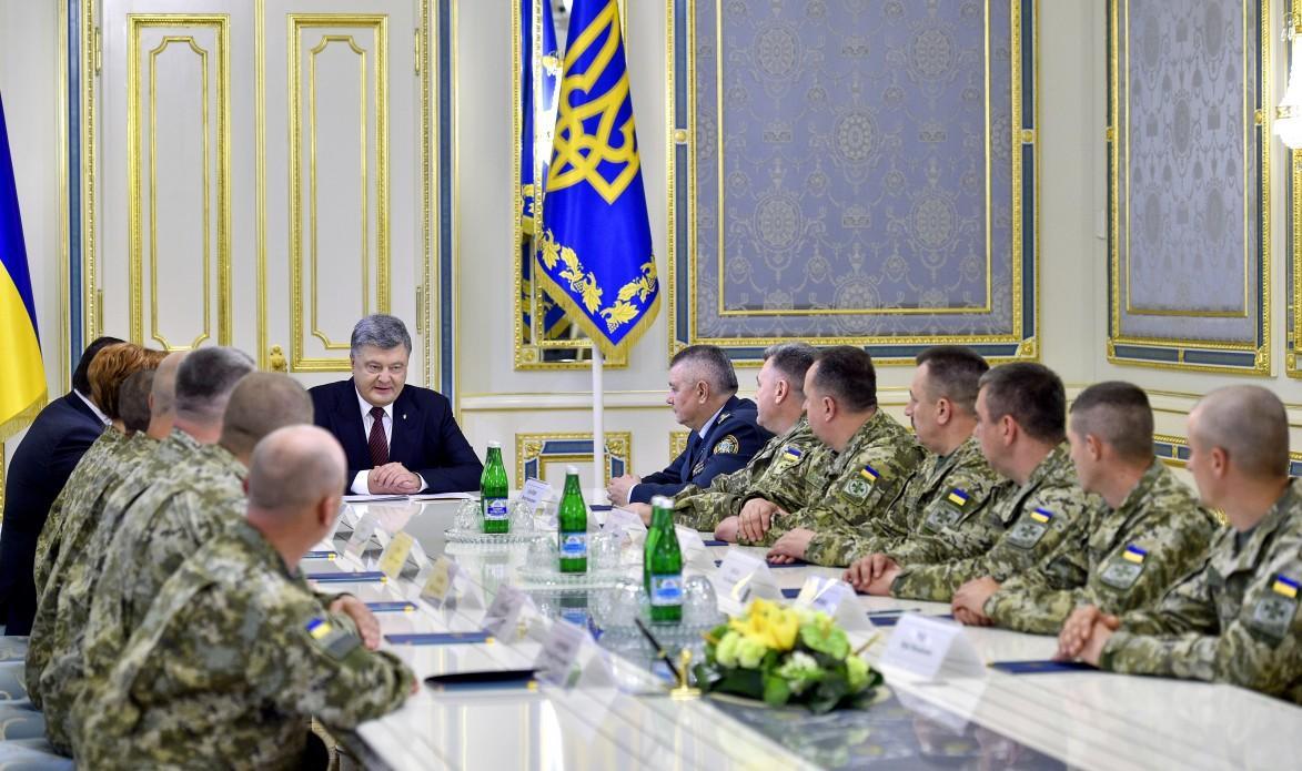 Петр Порошенко вручил награды военнослужащим ГПСУ_2