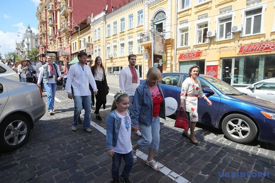 В Киеве начался Мегамарш в вышиванках_1
