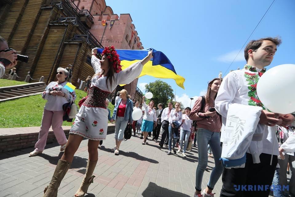 В Киеве начался Мегамарш в вышиванках_3
