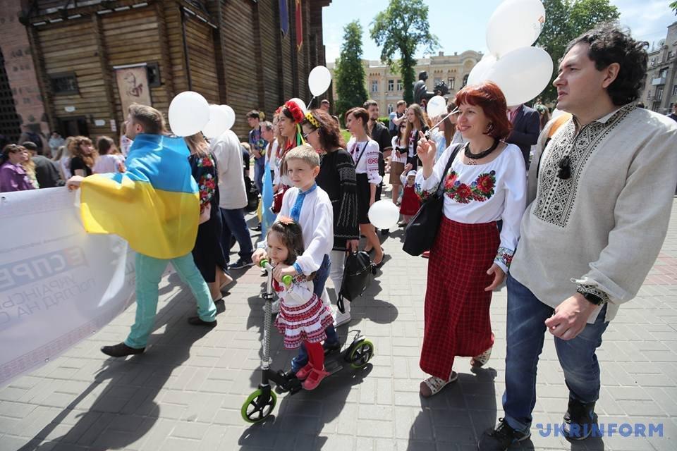 В Киеве начался Мегамарш в вышиванках_4