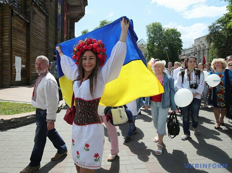 В Киеве начался Мегамарш в вышиванках_5