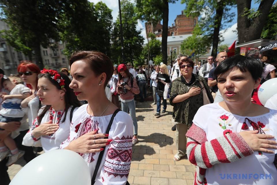 В Киеве начался Мегамарш в вышиванках_7