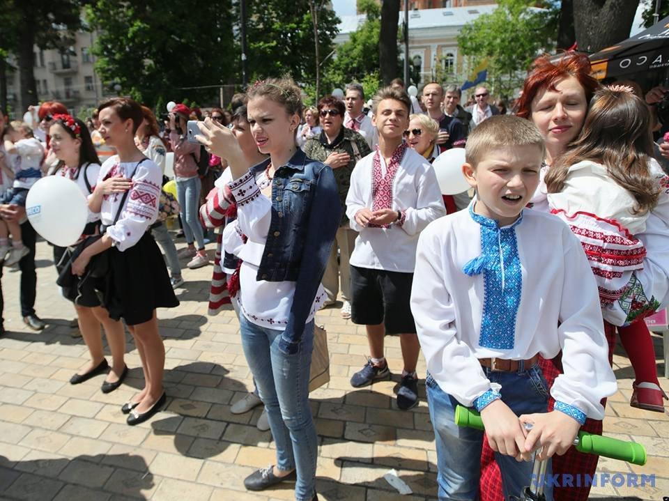 В Киеве начался Мегамарш в вышиванках_9