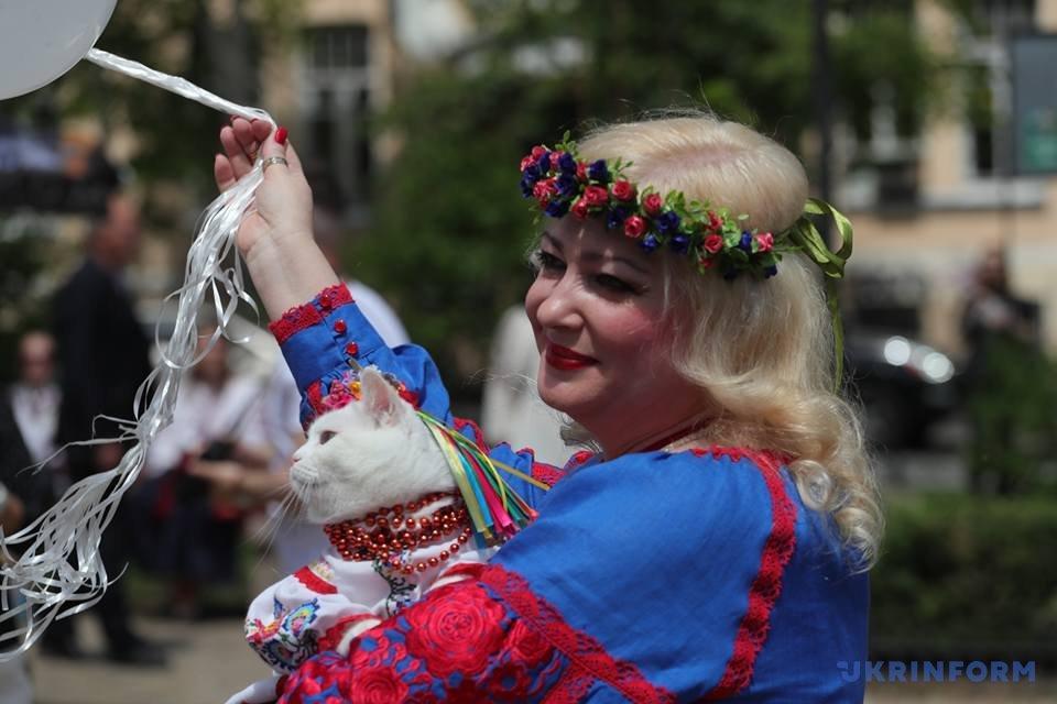 В Киеве начался Мегамарш в вышиванках_10