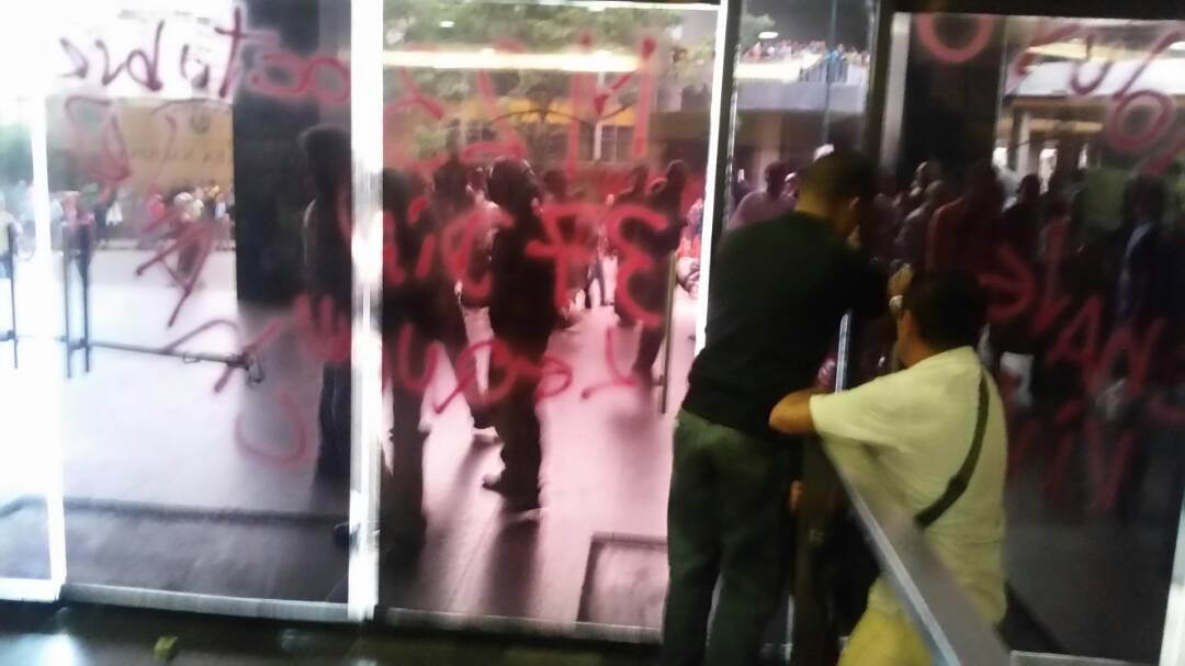 Неизвестные напали на парламент Венесуэлы