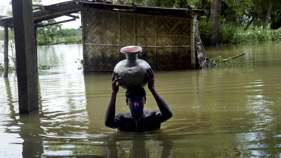 district carries fresh drinking water affected flood 2c8405b8 64a8 11e7 89bd 50891d422d4c