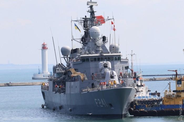Военные корабли НАТО зашли в порт Одессы