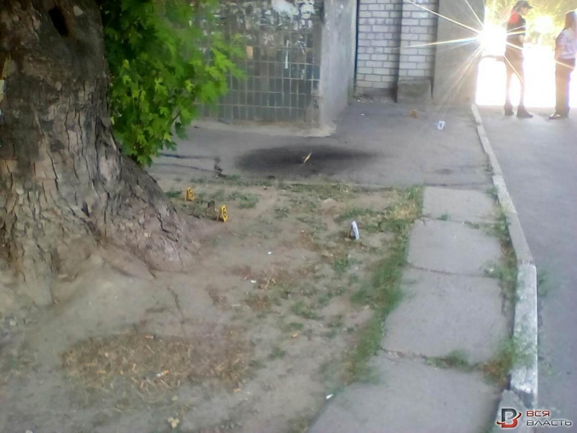В Запорожье возле отделения банка ограбили мужчину