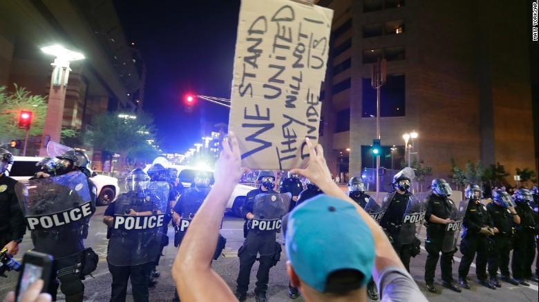 170823005548 06 phoenix trump protest 0822 exlarge 169