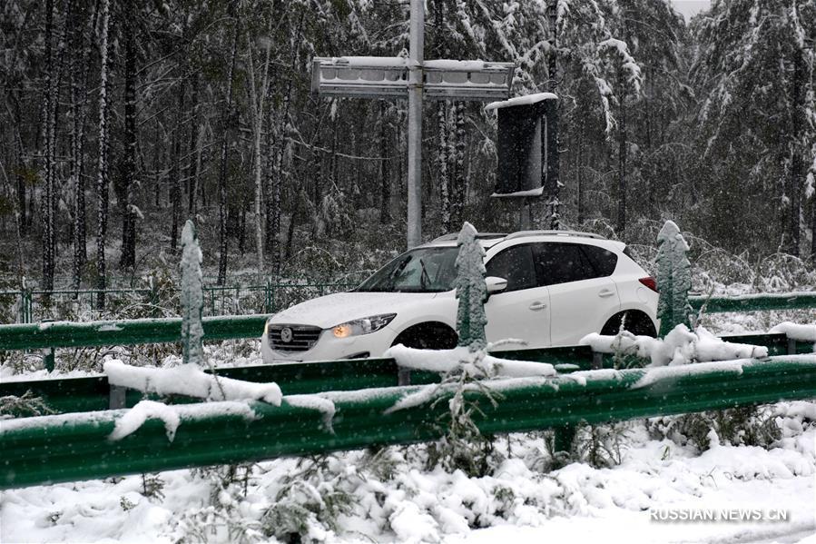 Первый осенний снег выпал в деревне на северо-востоке Китая