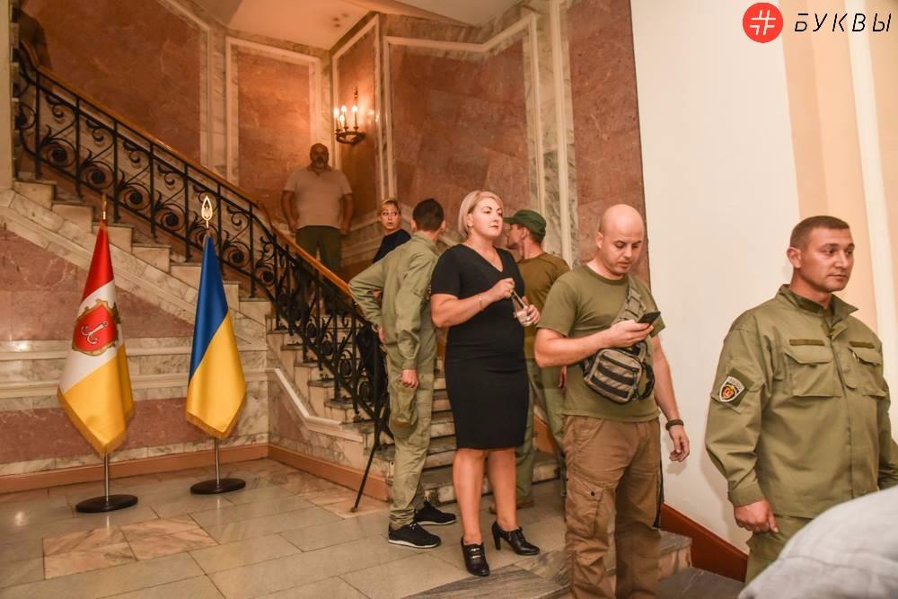 Активисты в одесской мэрии_08