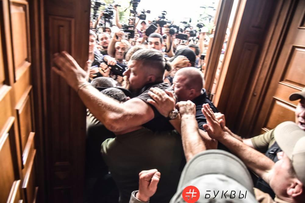 Активисты ворвались в сессионный зал мэрии Одессы_01