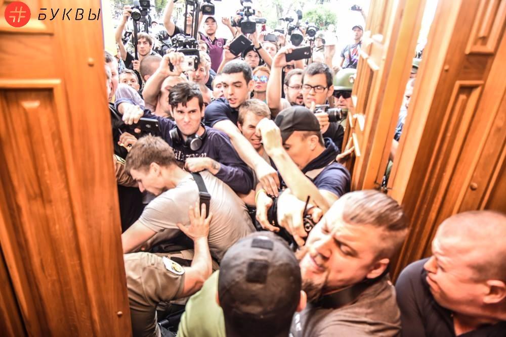 Активисты ворвались в сессионный зал мэрии Одессы_02