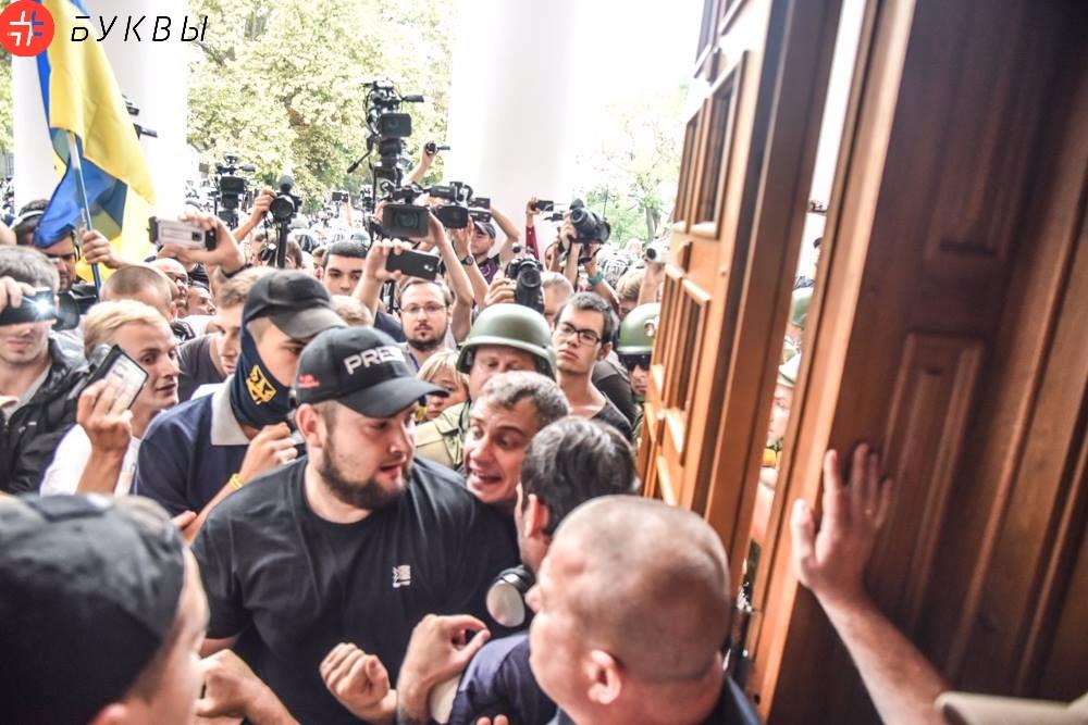 Активисты ворвались в сессионный зал мэрии Одессы_03