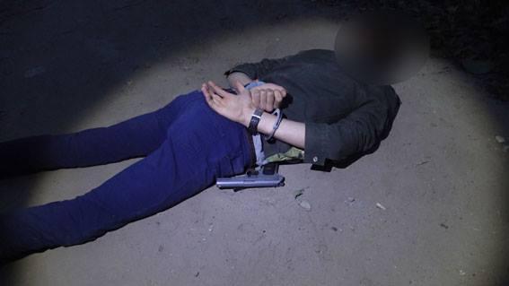 В Сумах силовики задержали двух парней, продававших оружие