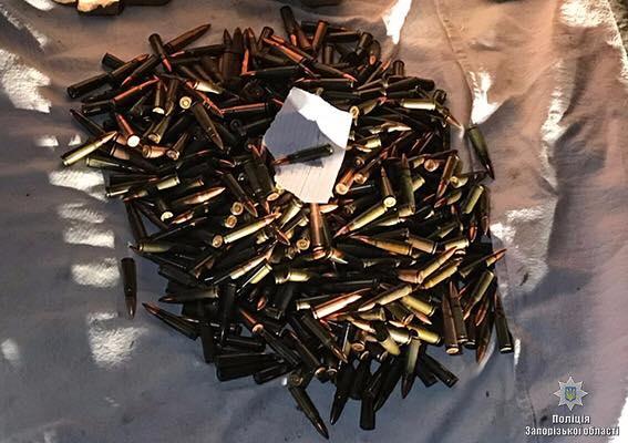 Сотрудники Нацполиции в Запорожье изъяли у мужчины арсенал оружия и боеприпасов