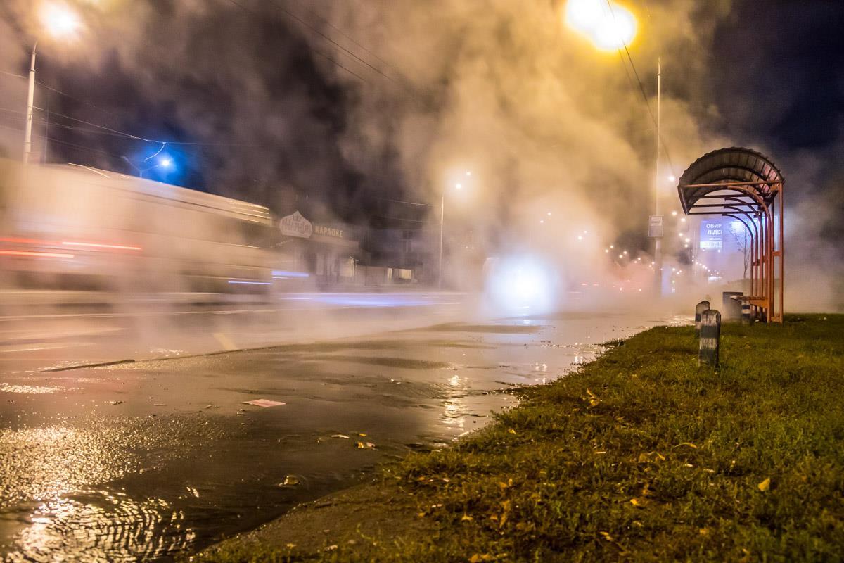 Прорыв трубы горячего водоснабжения в Киеве