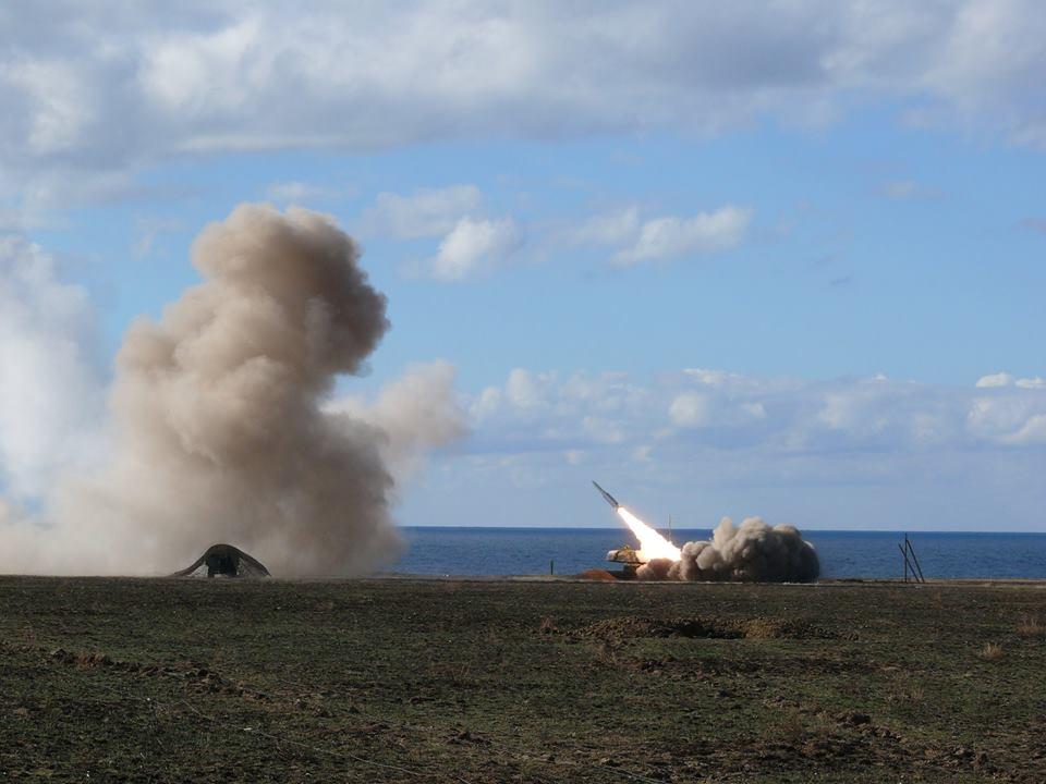 Учения зенитных ракет средней дальности