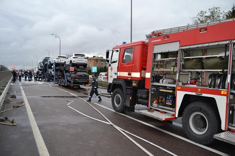 ДТП с участием двух грузовиков, перевозивших автомобили