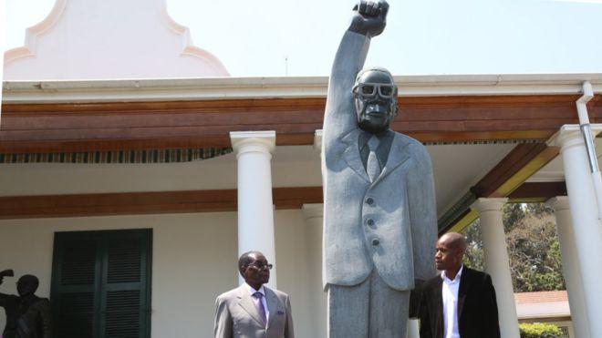 Памятник Мугабе