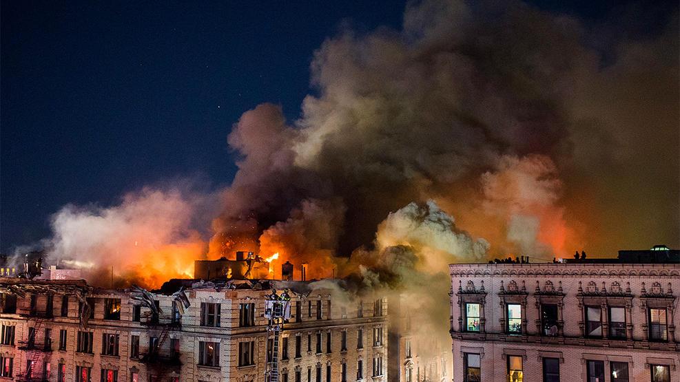 Пожар в 100-летнем доме на Манхэттене