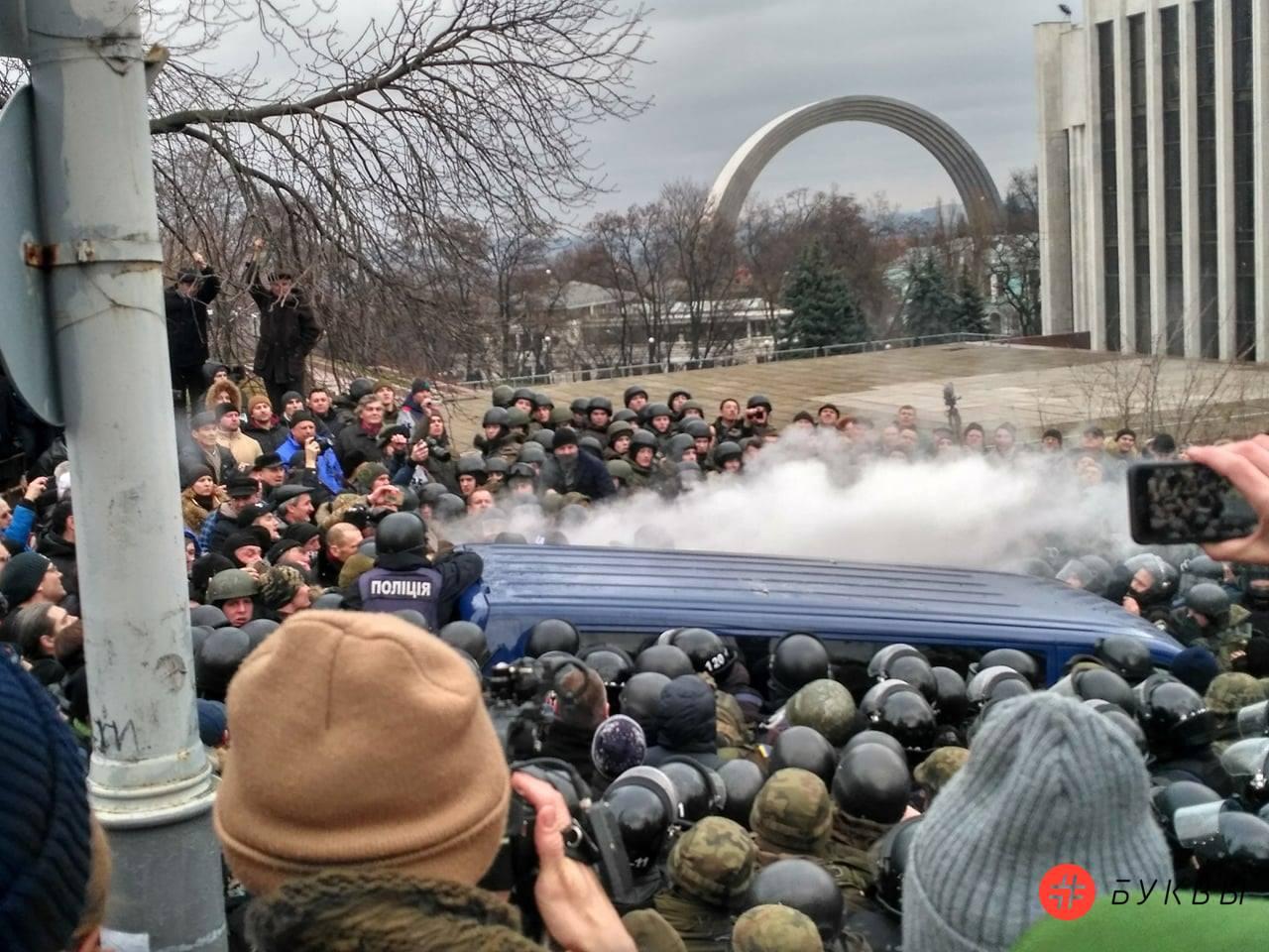 Разбитый автобус силовиков_Саакашвили_01