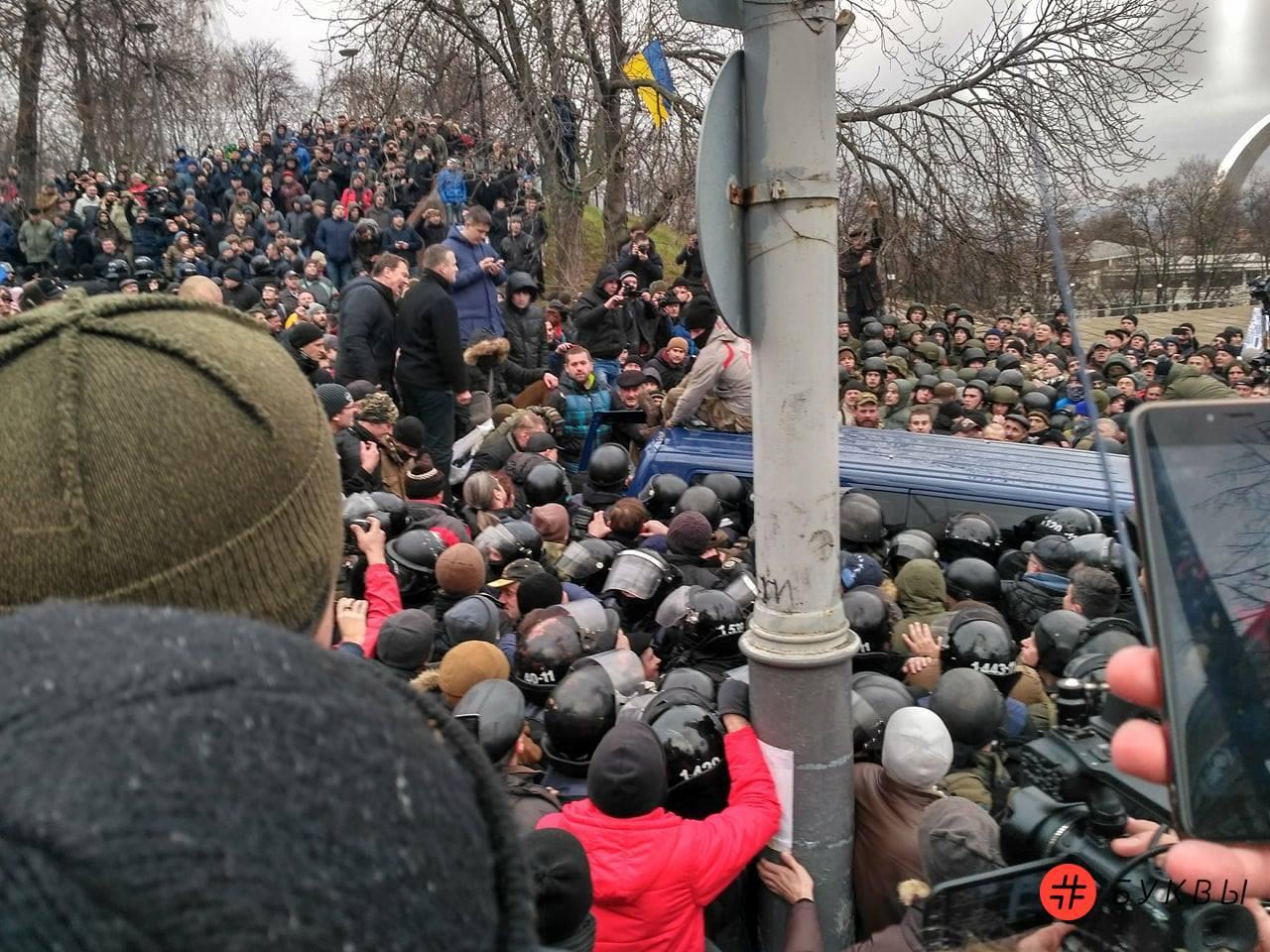 Разбитый автобус силовиков_Саакашвили_02