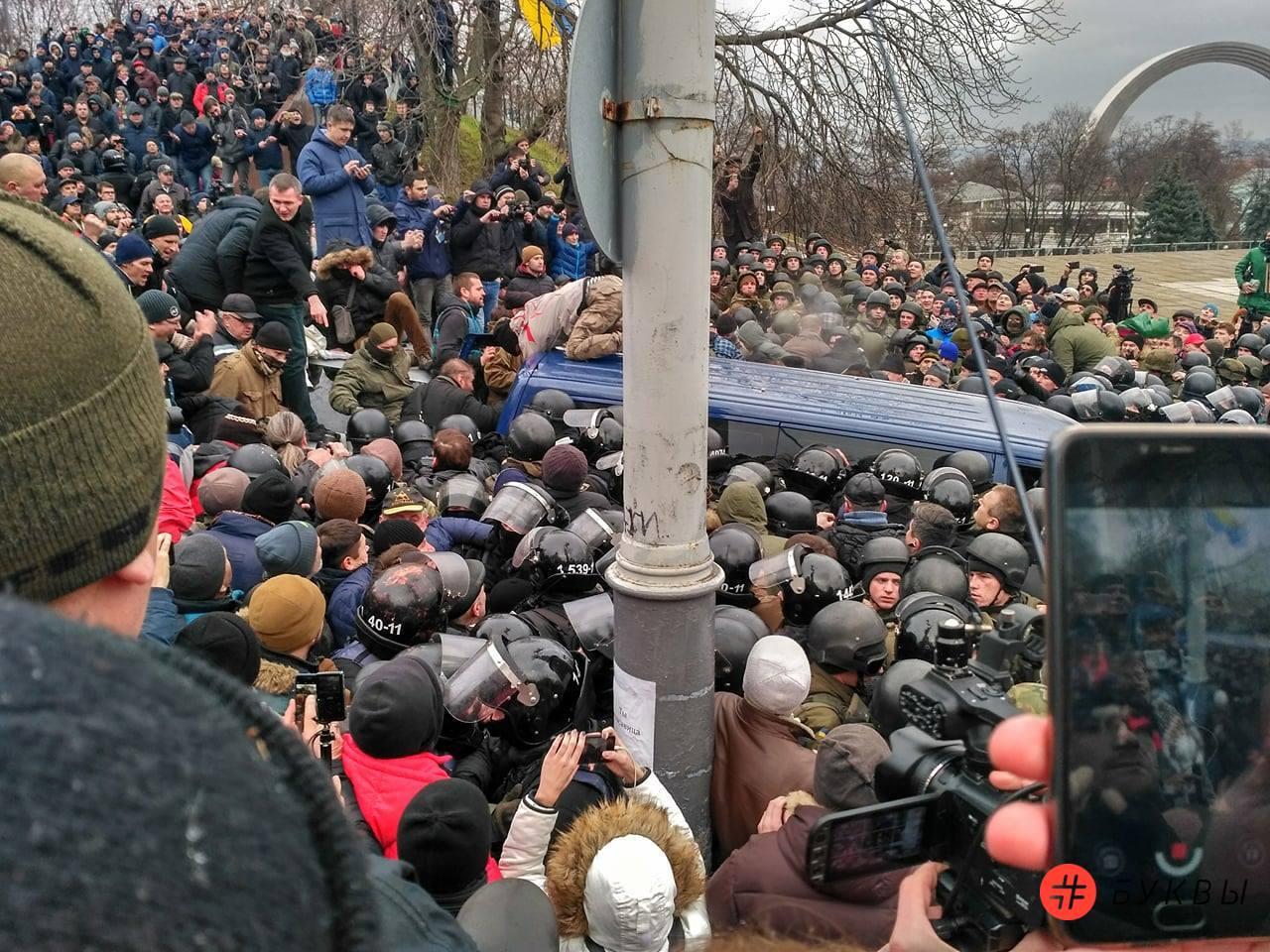 Разбитый автобус силовиков_Саакашвили_03