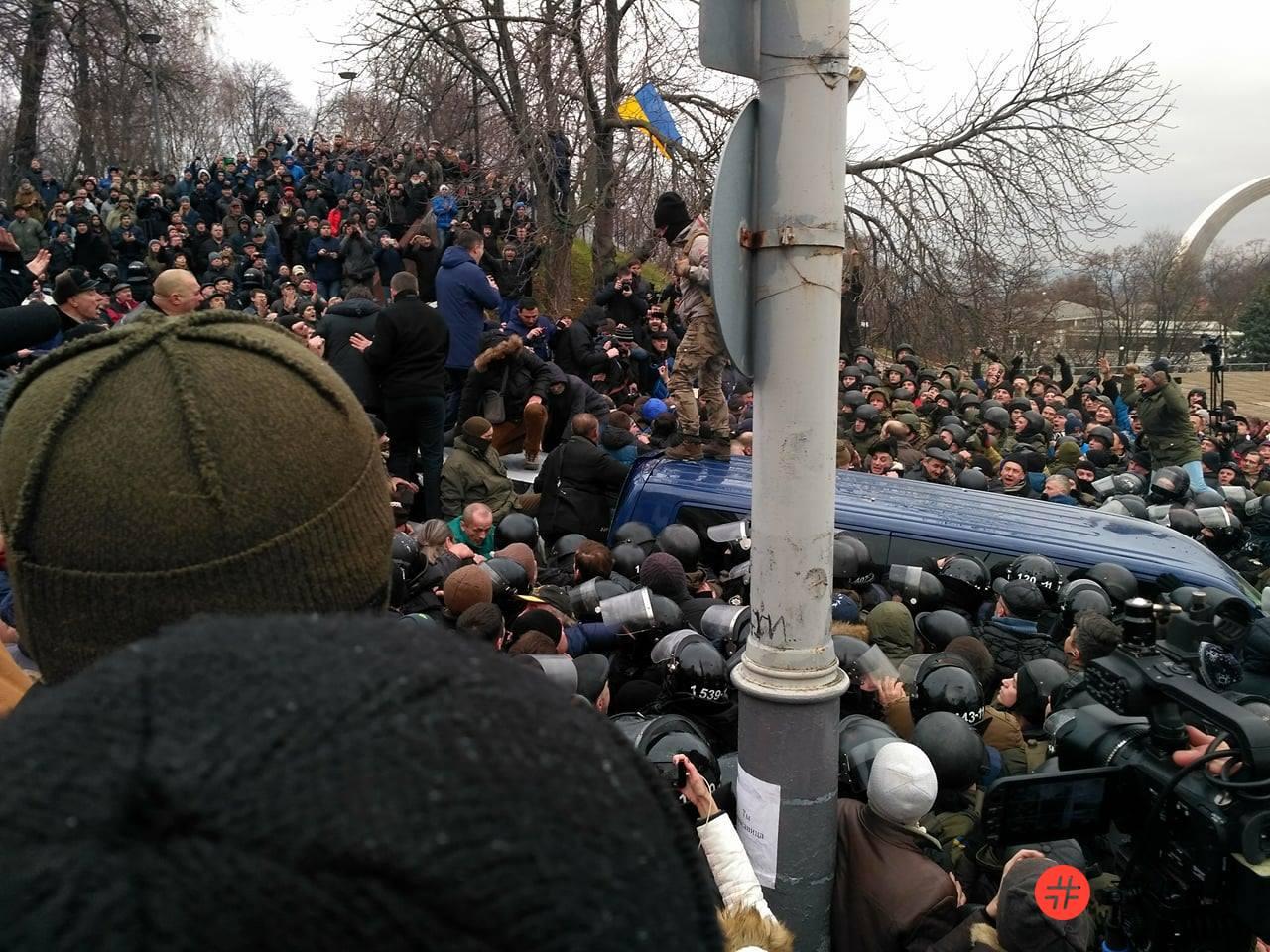 Разбитый автобус силовиков_Саакашвили_04