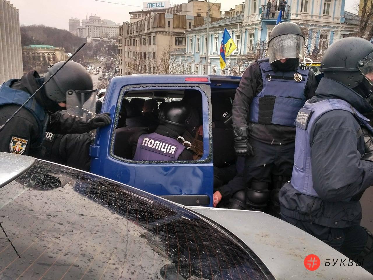 Разбитый автобус силовиков_Саакашвили_05