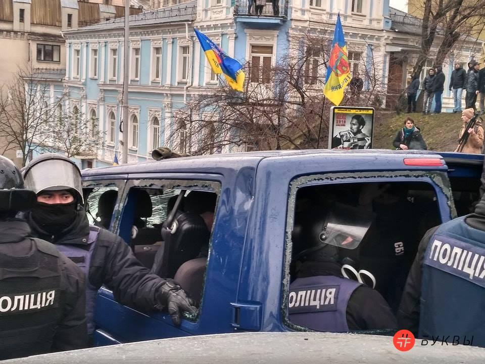 Разбитый автобус силовиков_Саакашвили_09