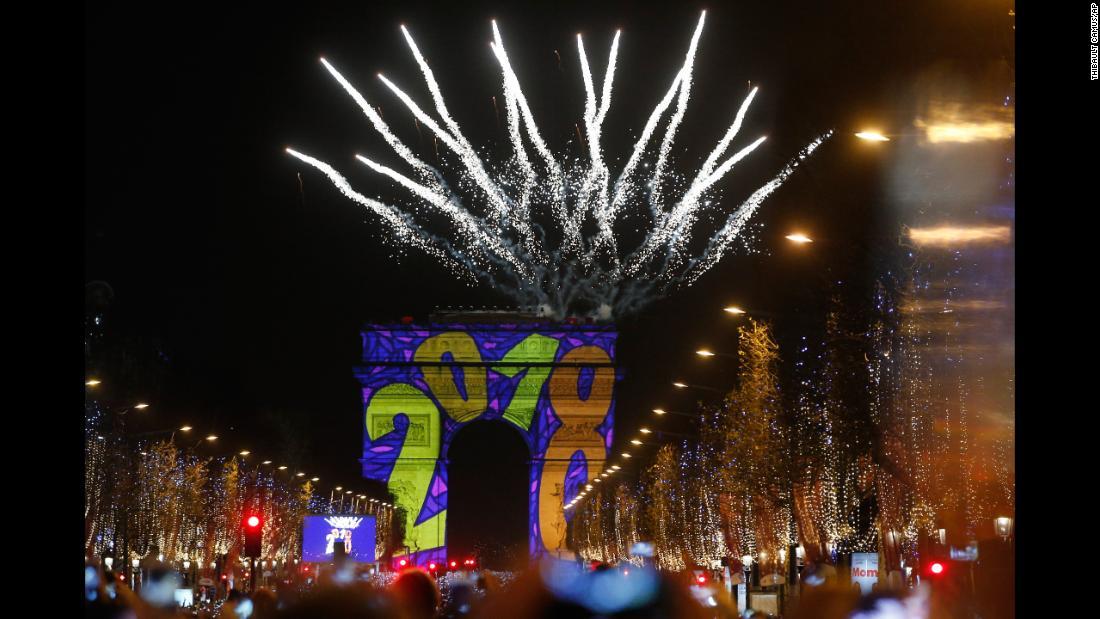 Новогоднее шоу в Париже