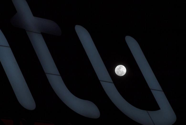 луна33