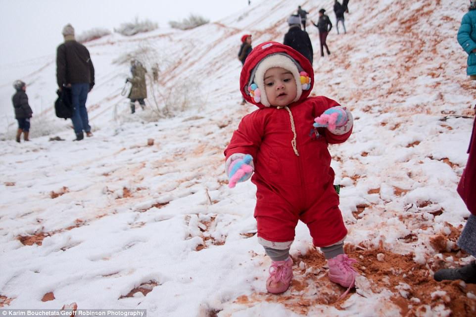 В Сахаре в очередной раз выпал снег.