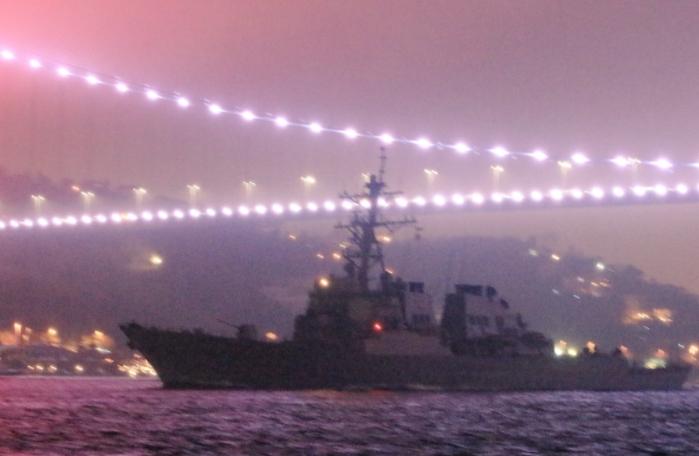 Ракетный эсминец ВМС США.