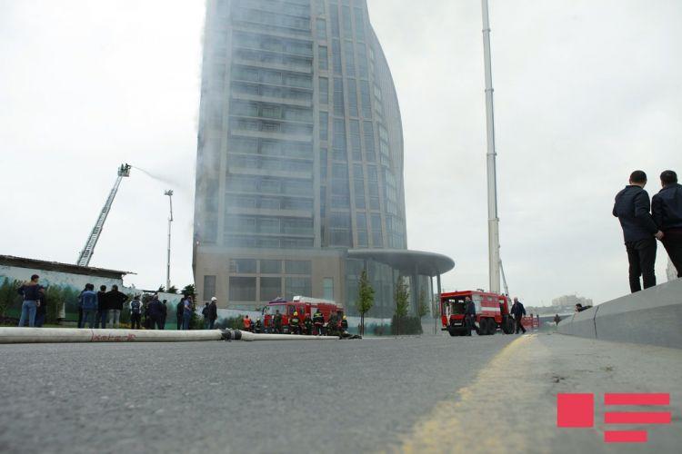 Пожар в высотном здании в Баку.