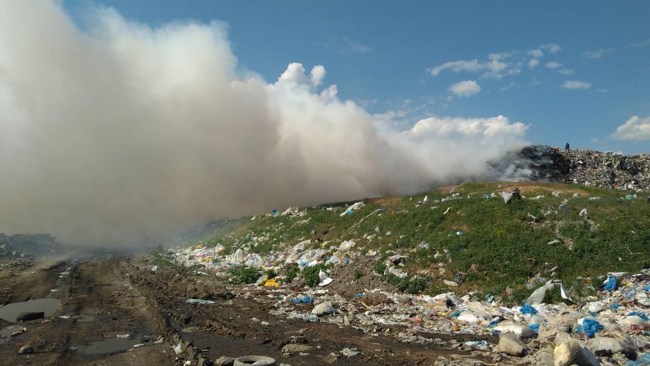 Пожар на мусорной свалке под Днепром.