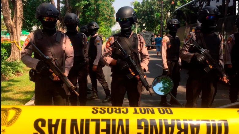 180513143656 police masks surabaya exlarge 169