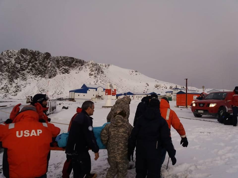 Эвакуация украинца с антарктической станции.