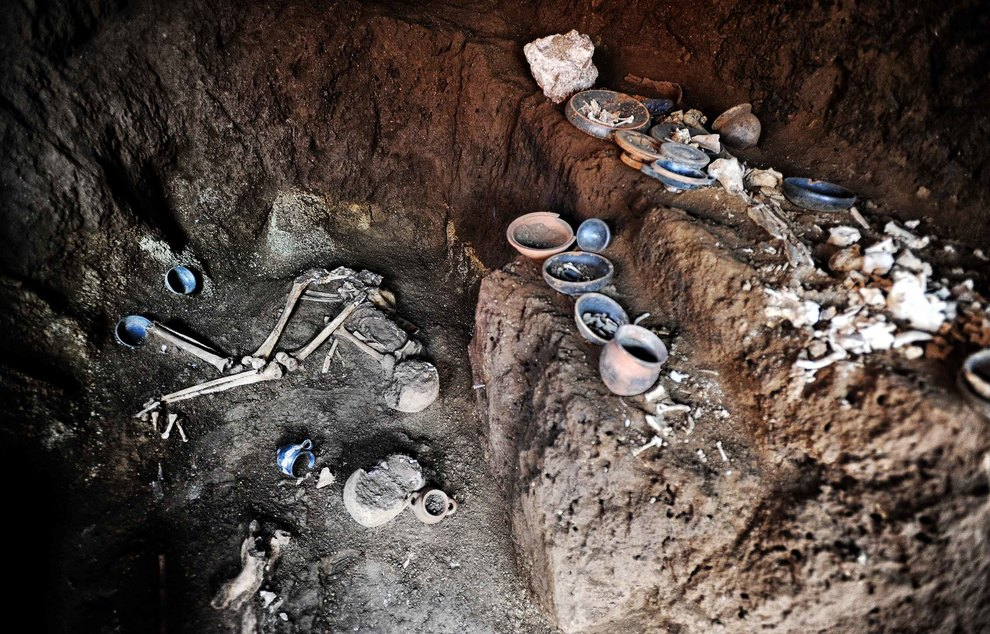 View of both skeletons and artifacts