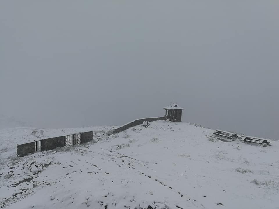 Снег в Карпатах.