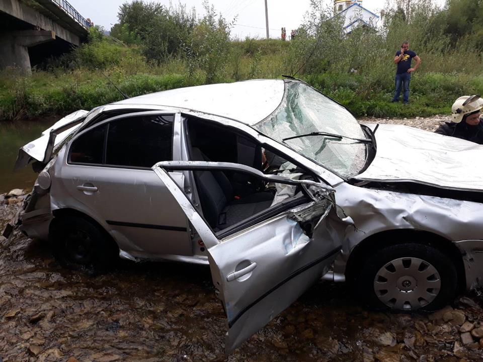 Львов_авто упало в реку