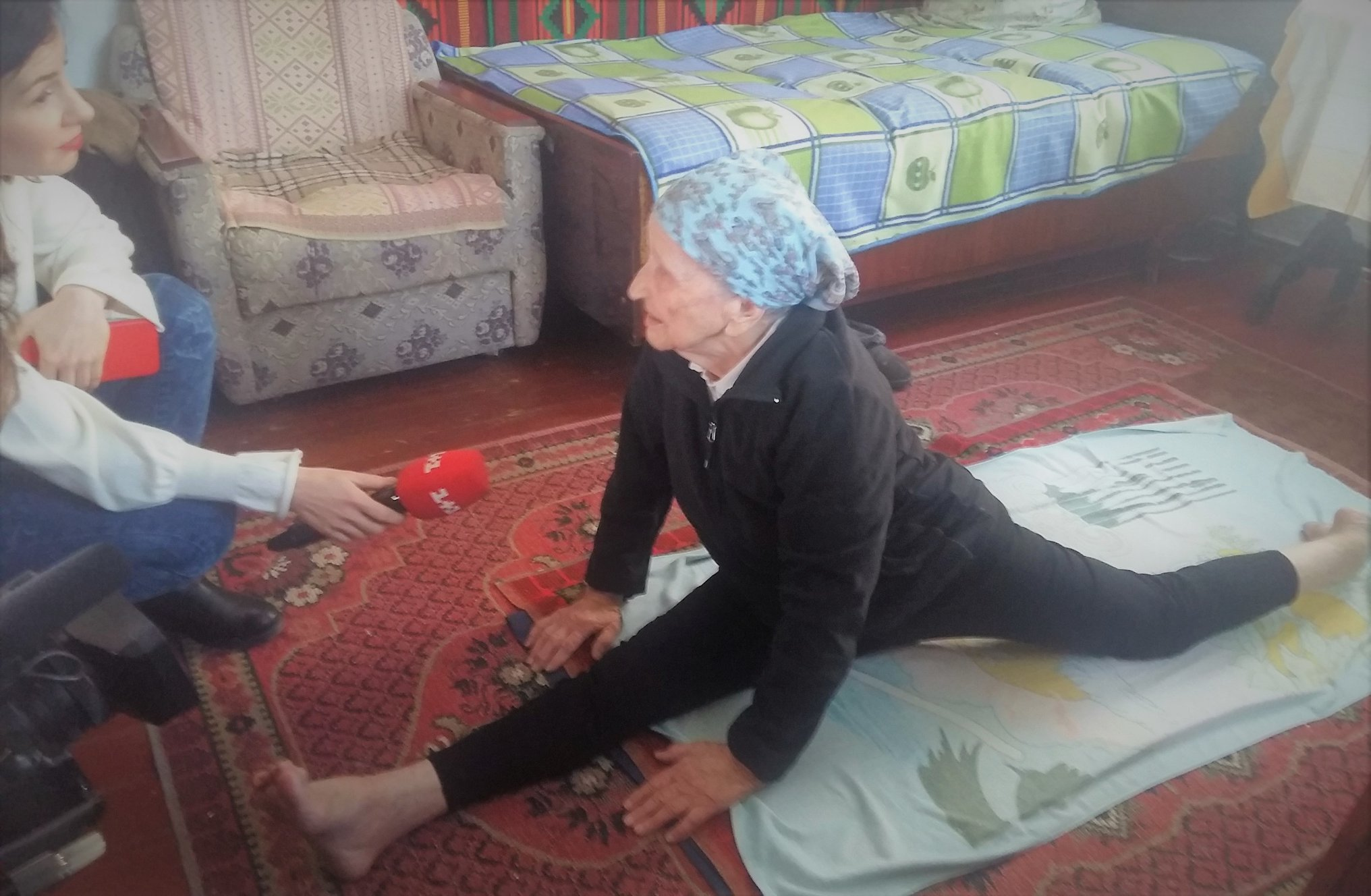 бабушка_шпагат_Украина