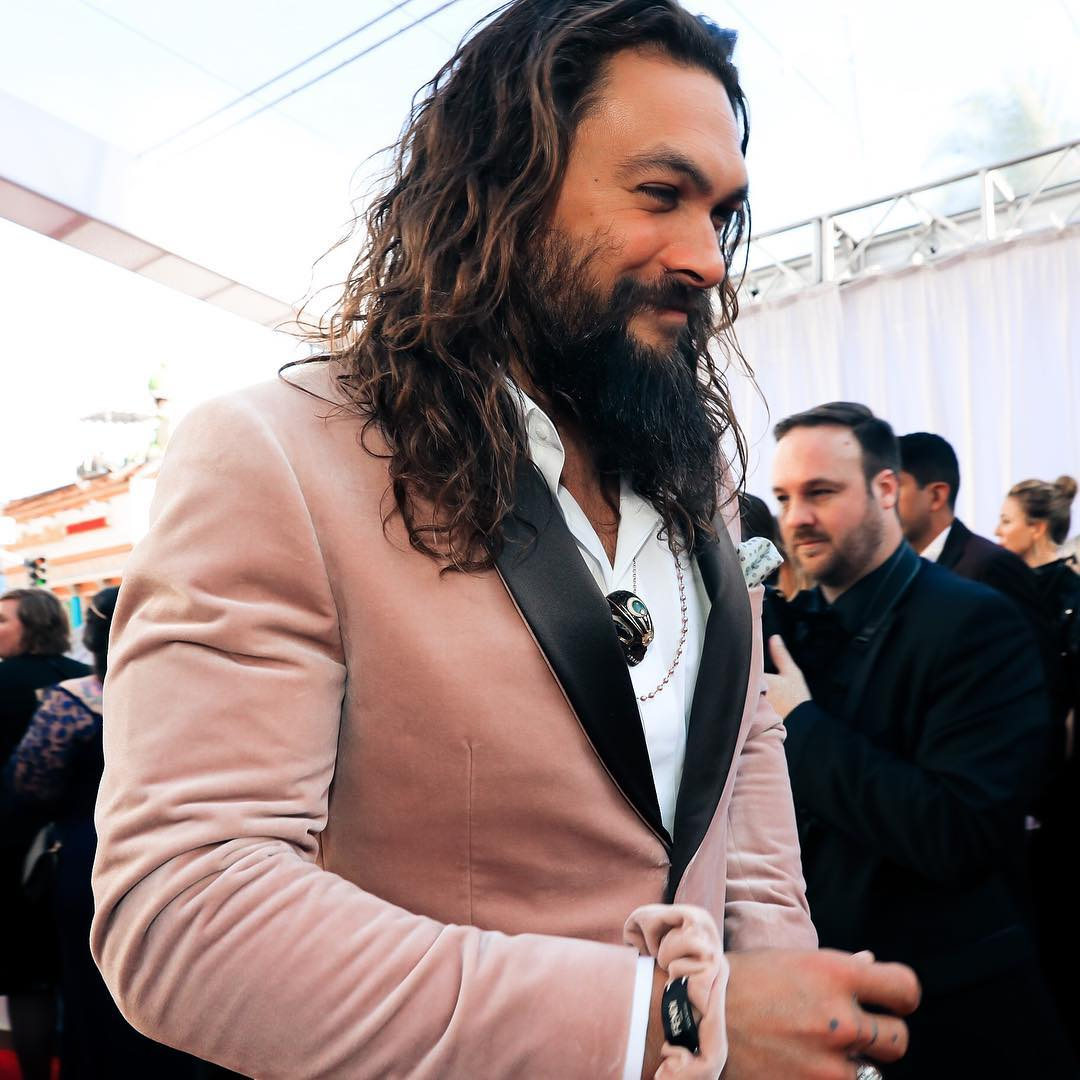 theacademy Джйейсон Момоа в розовом пиджаке