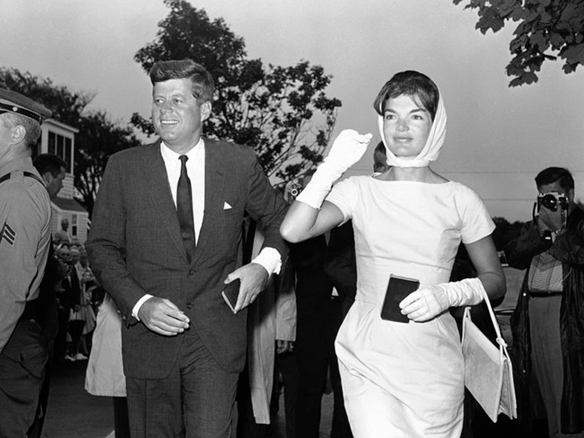12 Жаклин Кеннеди с мужем Джоном Кеннеди