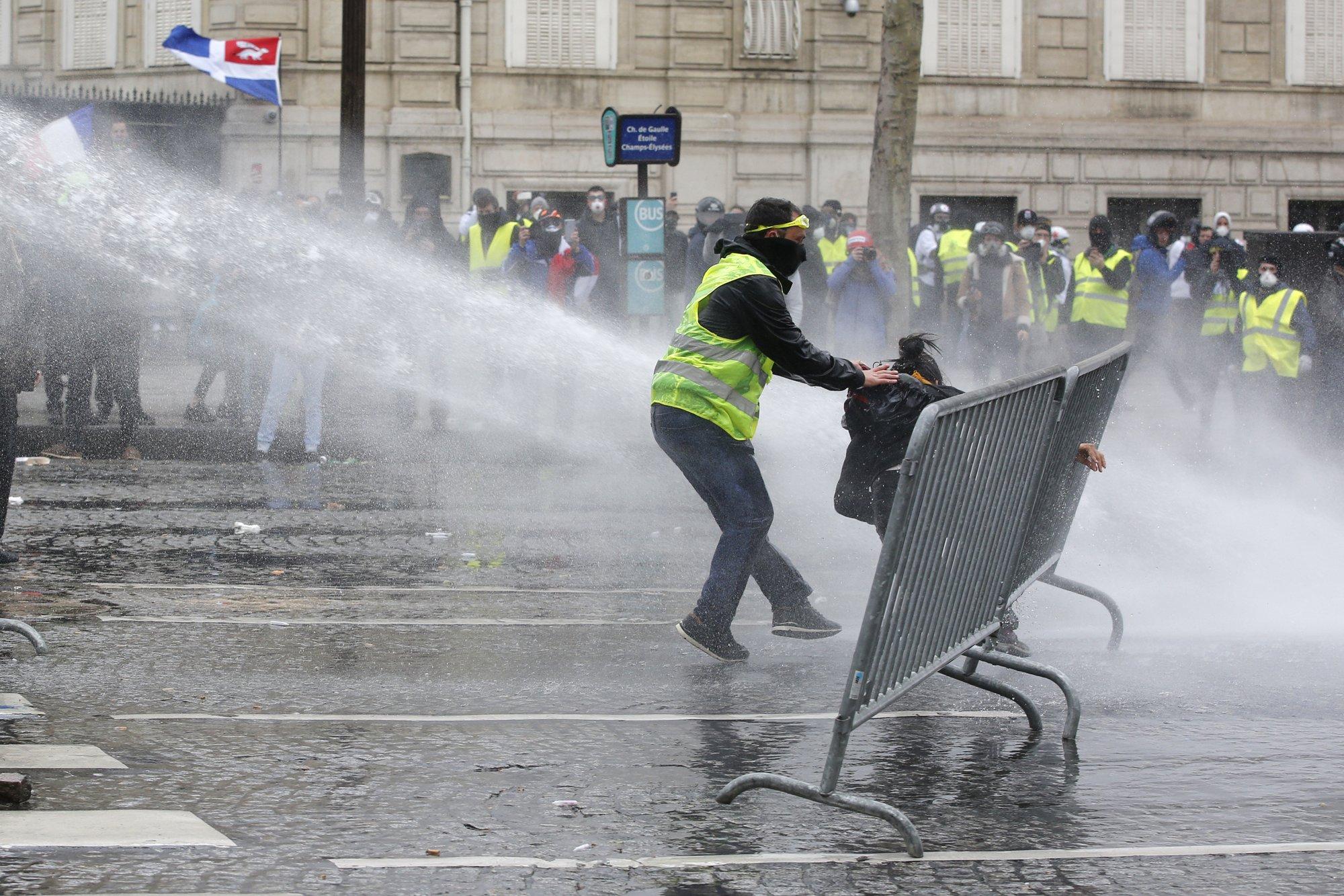 Париж24
