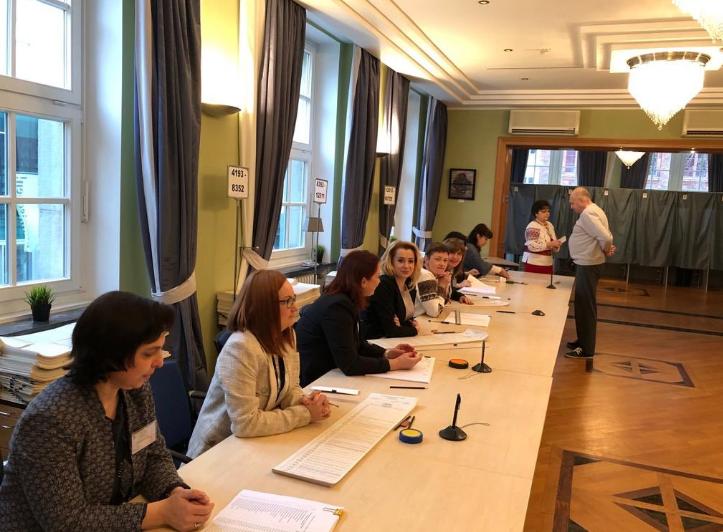 берлин_голосование_посольство_украинцы